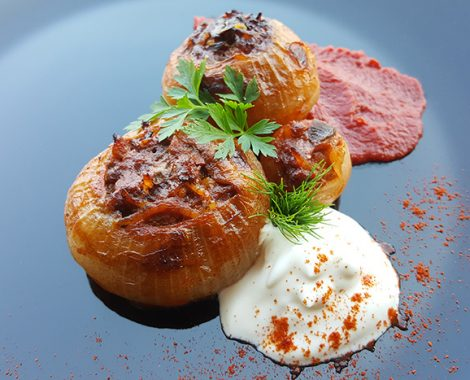 Sogan Dolma with tomato sauce and sour cream